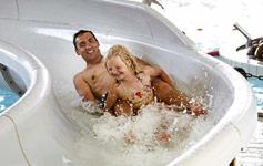 Dansk badelandsferieTa' familien med på en skøn badelandsferie lige her i Danmark.